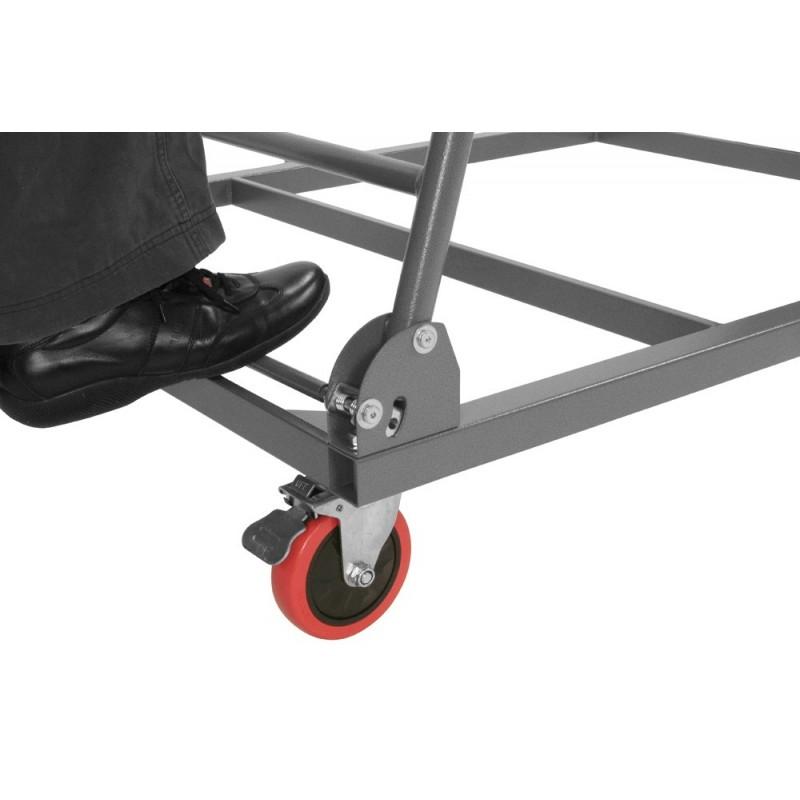carro para mesa plegable siendo plegado